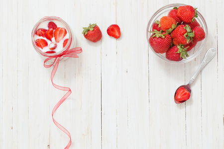 srawberries: srawberries on white wooden background