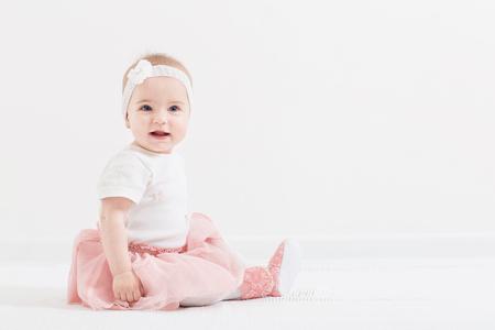 Feliz niña de interior Foto de archivo - 75648522