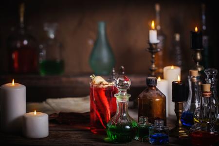 마술 물약, 고대 책과 촛불