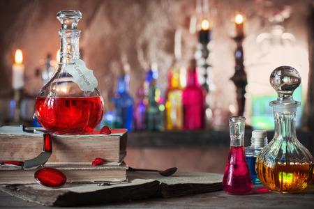 Toverdrank, oude boeken en kaarsen