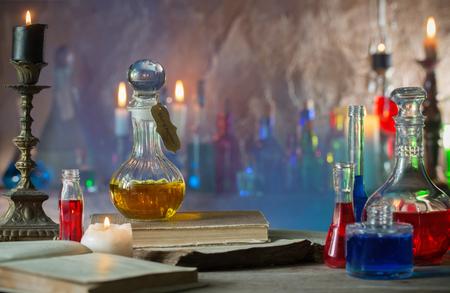 Magische drankje, oude boeken en kaarsen