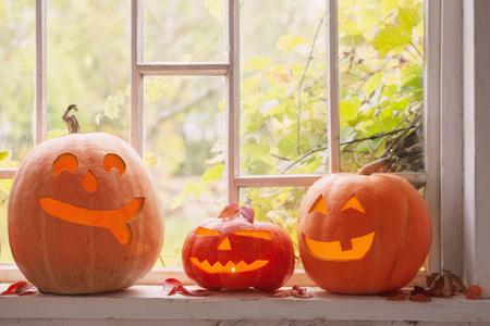 halloween pumpkin on window Stockfoto