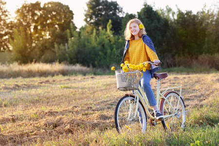 teenager girl on bike in summer field Stockfoto