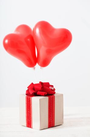 heart shaped red balloons on white background Standard-Bild