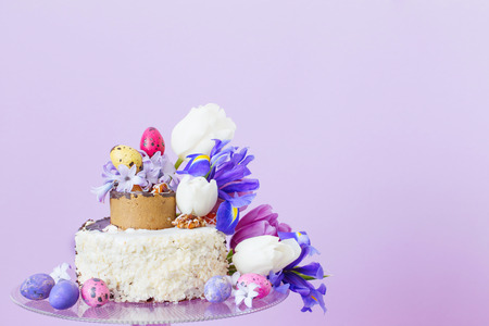 Cake With Easter Eggs And Flowers Banque D Images Et Photos Libres
