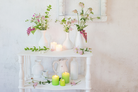 white vintage interior with flowers and candles Standard-Bild
