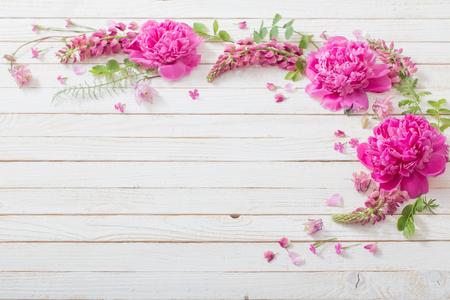 pink beautiful flowers on white wooden background Standard-Bild - 124556068