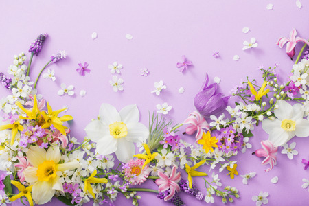 beautiful spring flowers on paper background Standard-Bild - 124556163