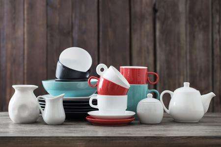 modern dinnerware on wooden background in kitchen Standard-Bild - 124556249