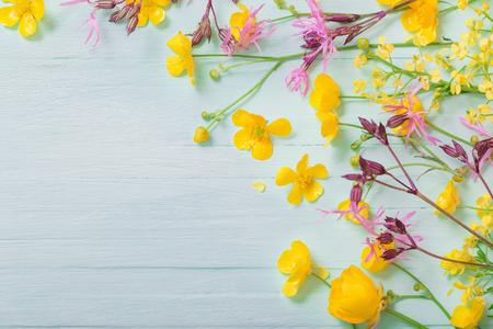 summer flowers on green wooden background Banco de Imagens
