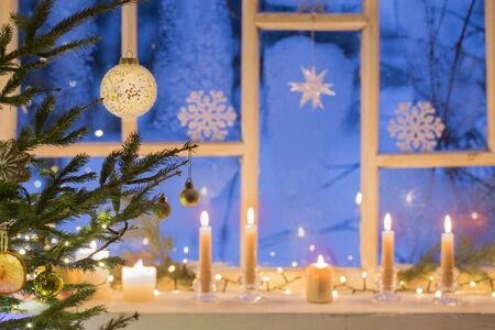 Christmas decorations on old wooden window 스톡 콘텐츠