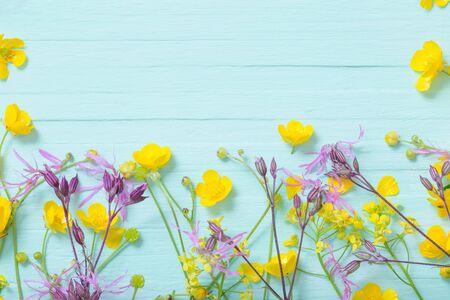 summer flowers on green wooden background Archivio Fotografico