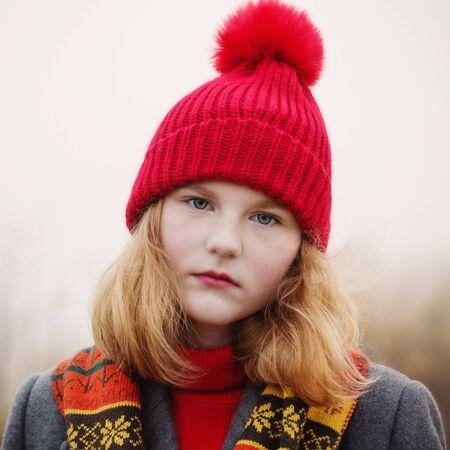 blonde teenager girl in autumn field Zdjęcie Seryjne