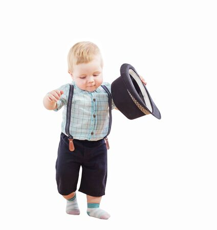 bébé en short chapeau noir, chemise et bretelles isolated on white