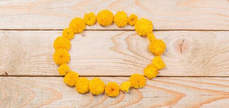 yellow  chrysanthemums on  wooden background Banco de Imagens