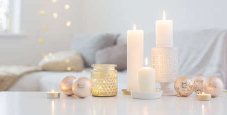 Christmas decorations with candles at home Foto de archivo - 157565076