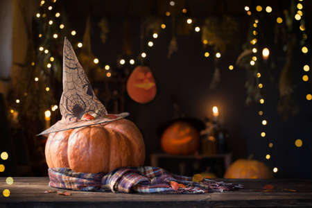 Halloween pumpkins on old wooden table on background Halloween decorations Foto de archivo - 155617389