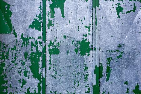 oxidated: Detalle de la vieja puerta de metal gris verde
