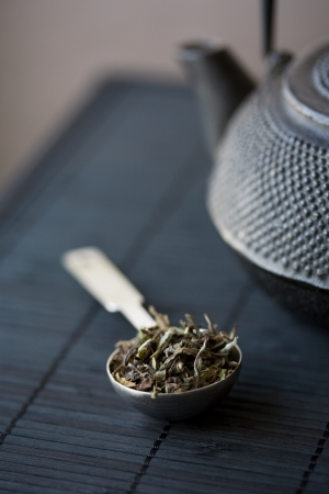 depth measurement: Spoon of green tea and teapot