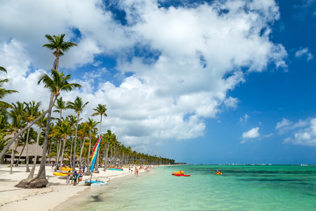 playas tropicales: Resort de lujo de playa en Punta Cana, República Dominicana Foto de archivo