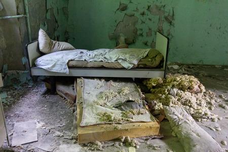 古い精神病院で放棄された悪い