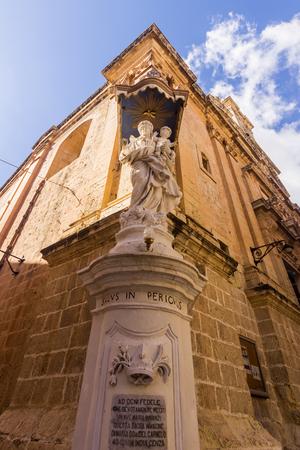 Statue at the angle of a street - Medina Malta