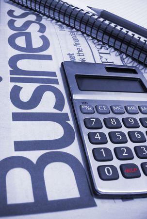 profiting: aiutare a scrivere in colore rosso sul pulsante di calcolatrice Archivio Fotografico