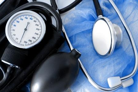 equipos medicos: conjunto de m�dico sobre fondo azul  Foto de archivo