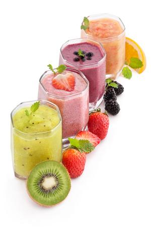 jugo de frutas: frutas y bayas licuado heathy Foto de archivo