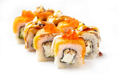 Closeip image of classic philadelphia sushi rolls with salmon, cream cheese, eel and red caviar isolated at white background. Stockfoto