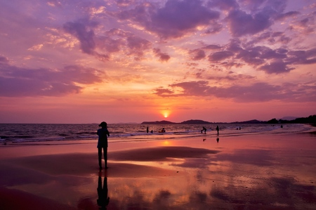 Silhouette of people playing in to the sea with dramatic sunset sky Banco de Imagens - 123010235