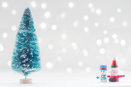 Christmas tree, santa claus and snow man doll for Christmas decoration background Banco de Imagens - 123010285