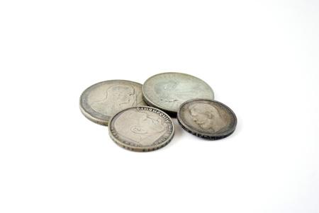 oude munten: zilveren oude munten op een witte achtergrond