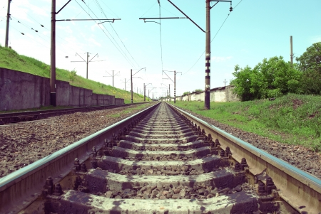 railway tracks in a rural scene with nice pastel sunset Stockfoto