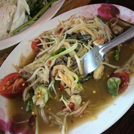 somtum: Spicy Papaya salad  known as Somtum