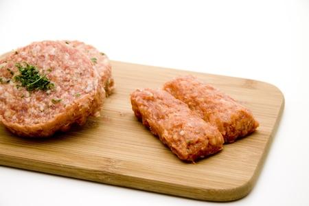 carne picada: Pique sobre tabla de madera