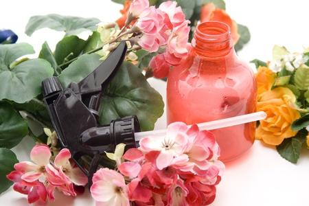 spr�hflasche: Spr�hflasche und Geranie Lizenzfreie Bilder