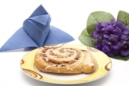 cafe y pastel: Caf� torta con servilleta y flores