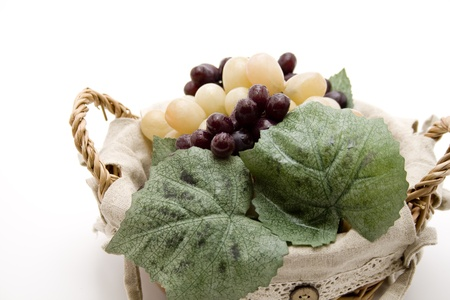 uvas vino: Las uvas para vino en la canasta del floema Foto de archivo