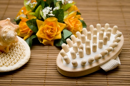 artificially: Massage brush with elastic pearls