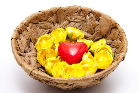 bougie coeur: Panier phlo�me avec la bougie de coeur Banque d'images