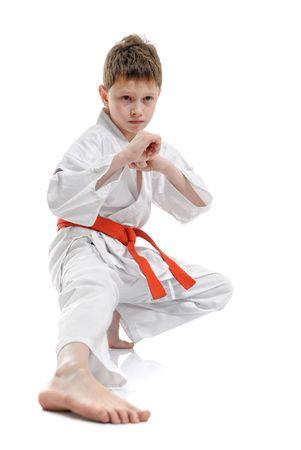 arte marcial: un ni�o haciendo movimientos de artes marciales. Foto de archivo