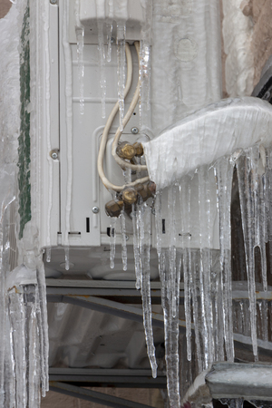 icicles hanging from the white air conditioner close-up Standard-Bild