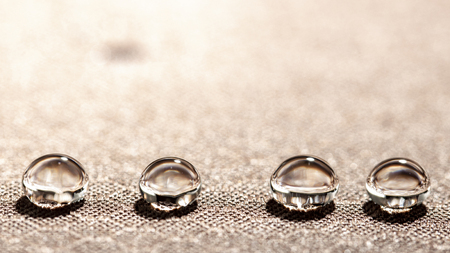 Water droplets on moisture resistant fabric Close up macro Imagens