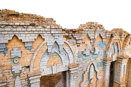 Part of the destroyed brick wall, a magnificent estate. The surface has decorative patterns,. Bricks of various shapes and sizes. Banco de Imagens