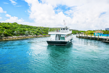 shallop: Tender boat approaching the dock or pier to pick up passengers. Stock Photo