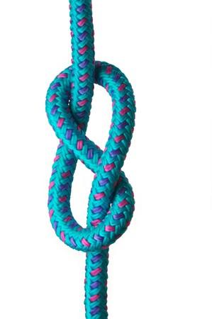 Figura di otto nodi su una corda con la rosa blu e viola, isolato su uno sfondo bianco