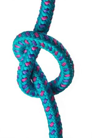 Semplice nodo su un loop su una corda blu, isolato su uno sfondo bianco