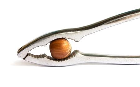galletitas: Metal con un cascanueces avellana aisladas sobre fondo blanco Foto de archivo