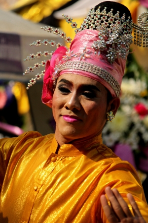 Art and Thailand in traditional costume epics of India